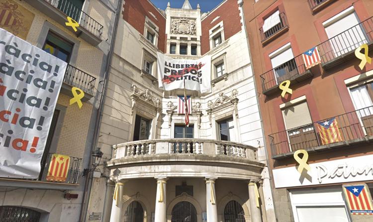 La CUP va negar-se a retirar l'estelada de l'Ajuntament de Berga el 2015 però no el 2019